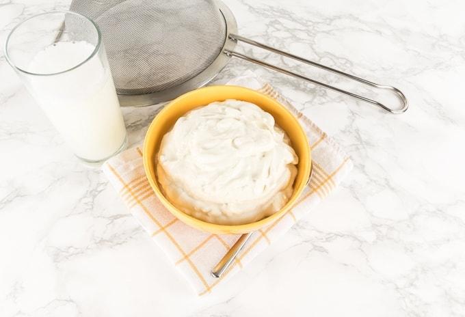 Easy-Peasy Vegan Cream Cheese Made of Yogurt